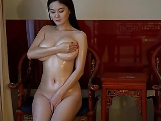 Chinese Hottie: conceitedly sexy model Yi Yang shows her perfect nude body