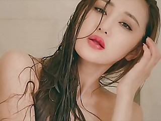Chinese Hottie: model WINNIE sexy skivvies here bathtub